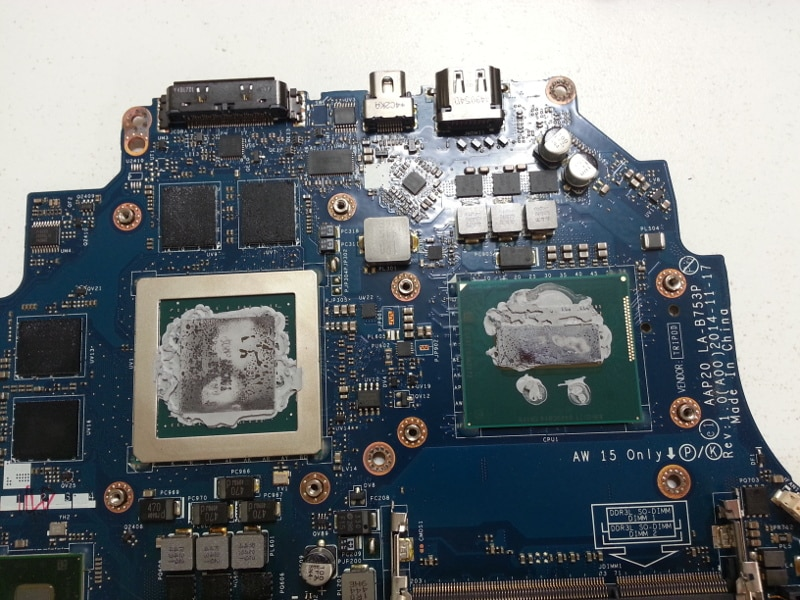 overheating-laptop-dry-thermal-compound